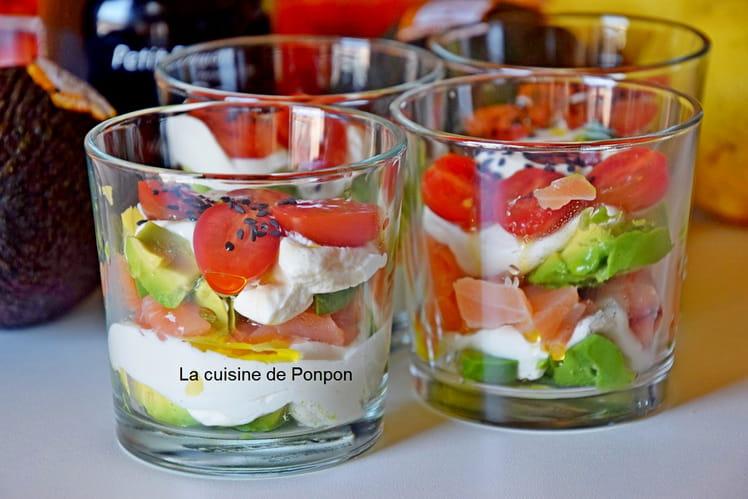 Verrine avocat, saumon fumé et tomate