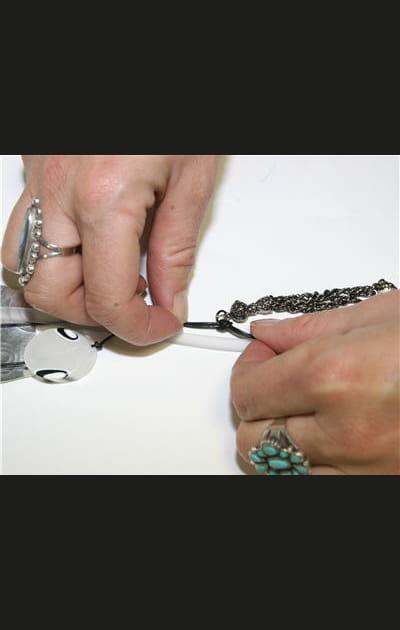 Créez vos bijoux pour les fêtes: accrocher une pampille
