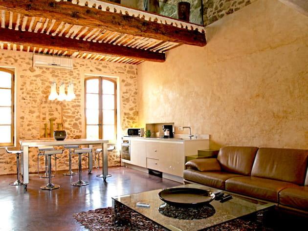 une cuisine ouverte et discr te. Black Bedroom Furniture Sets. Home Design Ideas