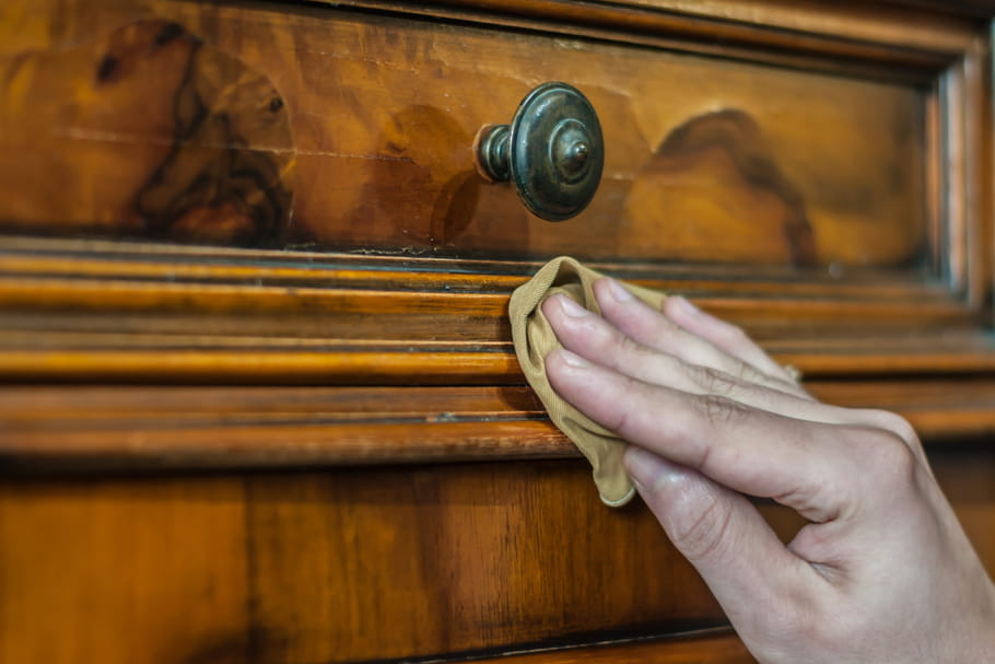 Cirer un meuble en bois: mode d'emploi