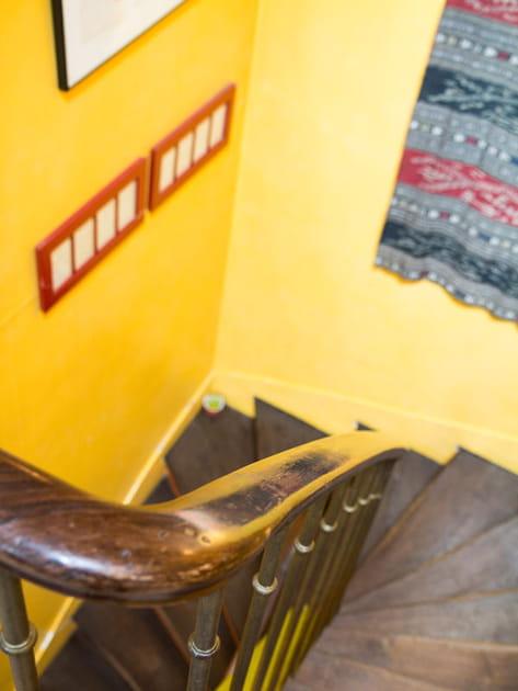 Escalier jaune soleil