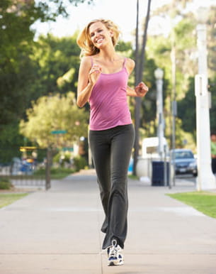 un peu de gym le matin ou mieux, un jogging, affine le corps et donne du tonus