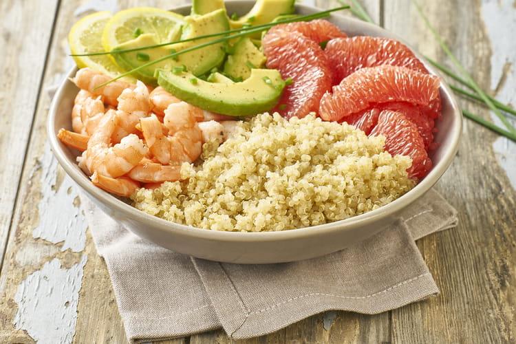 Salade quinoa, crevettes, avocat et pamplemousse
