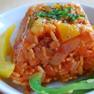 riz au chorizo , poivrons et ananas
