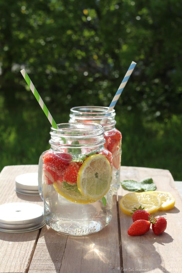 recette de detox water aux fraises, citron et menthe : la recette facile