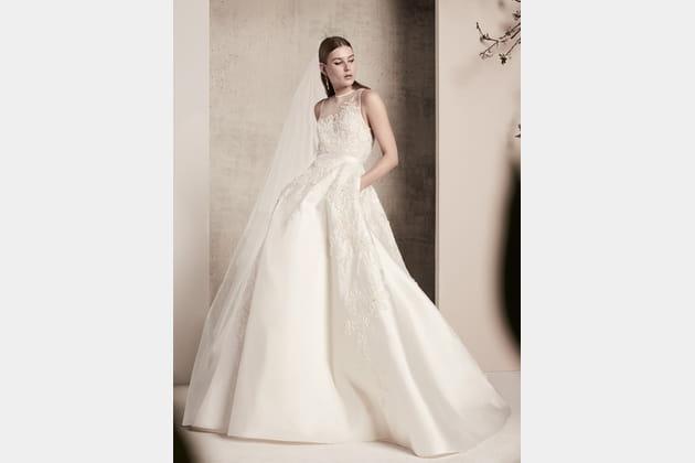 Une robe de mariée mikado