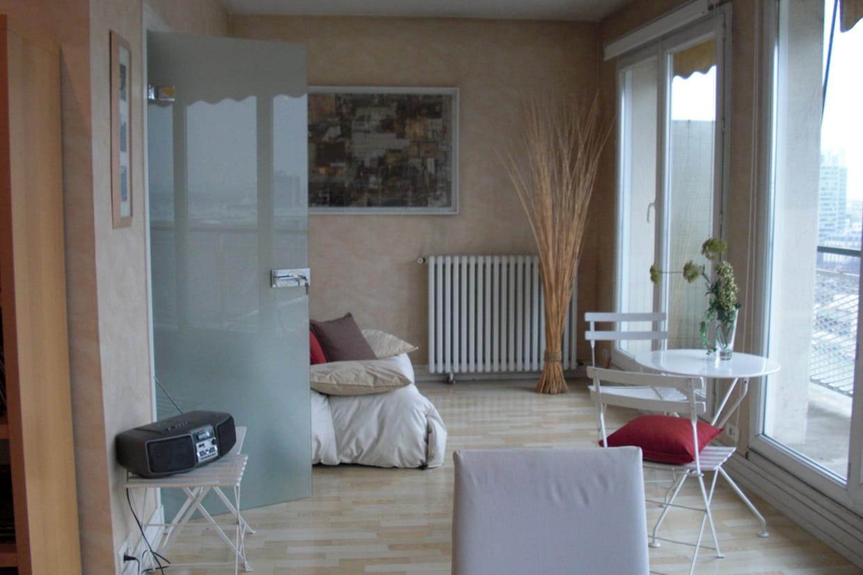 avant apr s bain de lumi re dans un appartement. Black Bedroom Furniture Sets. Home Design Ideas