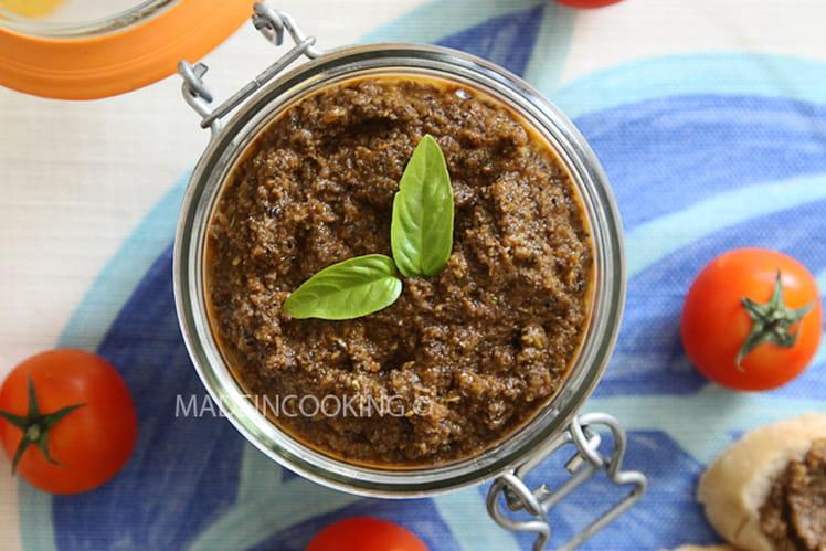 Tapenade aux olives et à la tomate