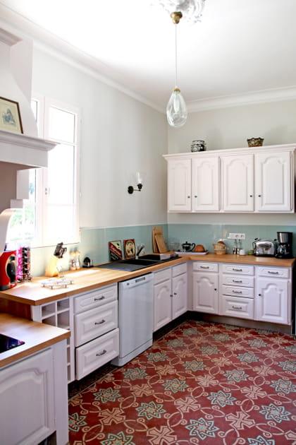Une cuisine blanche rétro