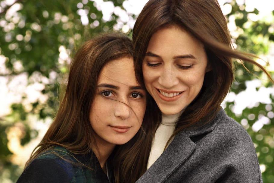 Charlotte gainsbourg et sa fille alice pour comptoir des cotonniers la campagne en photos - Comptoir des cotonniers mere fille ...