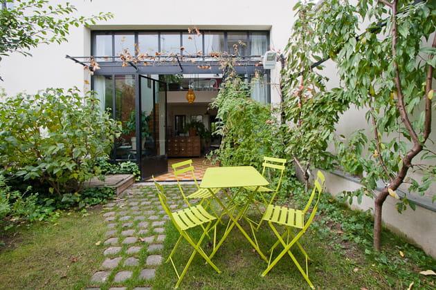 un jardin plein sud qui fait respirer toute la maison. Black Bedroom Furniture Sets. Home Design Ideas