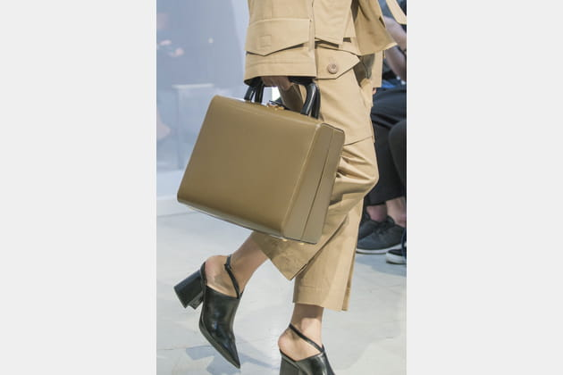 Le sac à main minimaliste rigide du défilé Marni