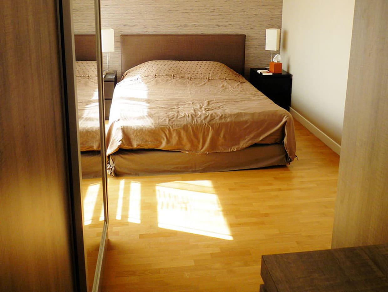 une jolie chambre bien rang e. Black Bedroom Furniture Sets. Home Design Ideas
