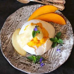 pavlova au sorbet à la mangue et sa crème vanille