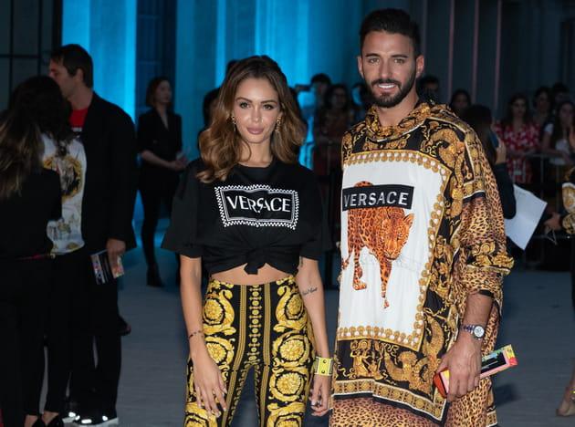 Nabilla et Thomas, so lookés en Versace