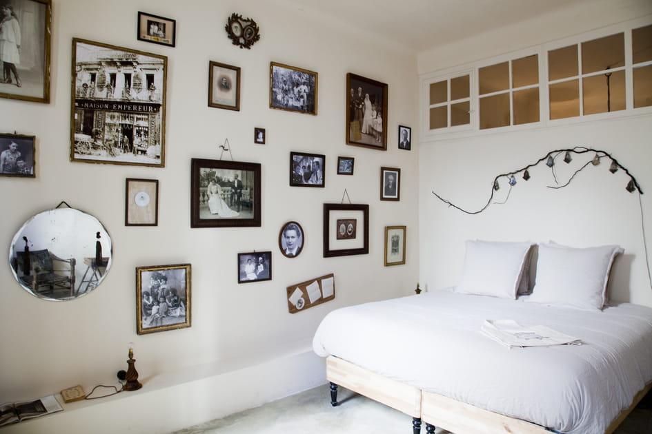 Chambre blanche vintage à l'esprit maison de famille