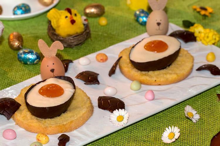 Œufs à la mousse de chocolat blanc et coque chocolat noir