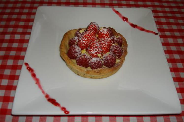 Tartelettes aux fraises, framboises et pistaches