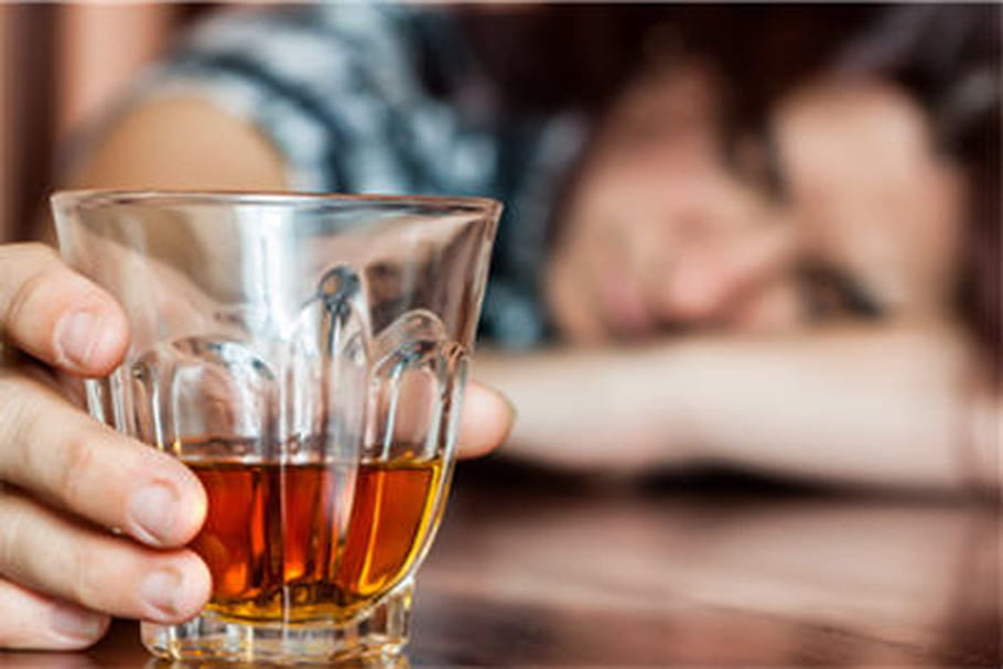 Boire trop d'alcool accélère le déclin cognitif