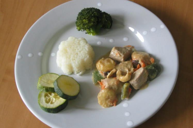 Curry de poulet au lait de coco, carottes et bananes