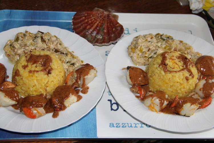 Noix de Saint-Jacques à l'orange et à la vanille, risotto safrané sur fondue de poireaux