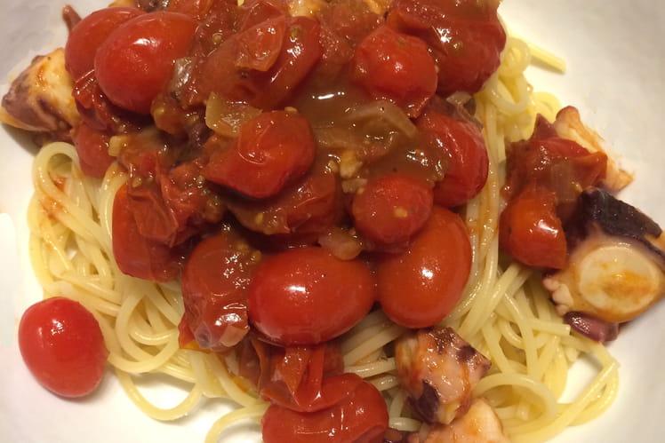 Pâtes aux tomates cerise et au poulpe