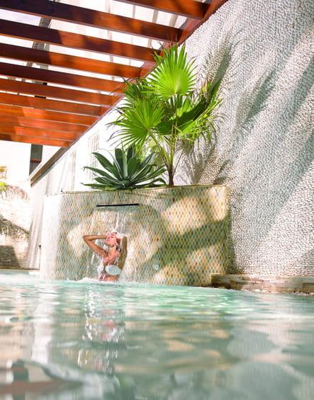 Le bassin sensoriel extérieur du Spa Le Saint-Alexis
