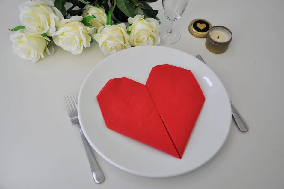 Saint-Valentin: un pliage de serviette cœur