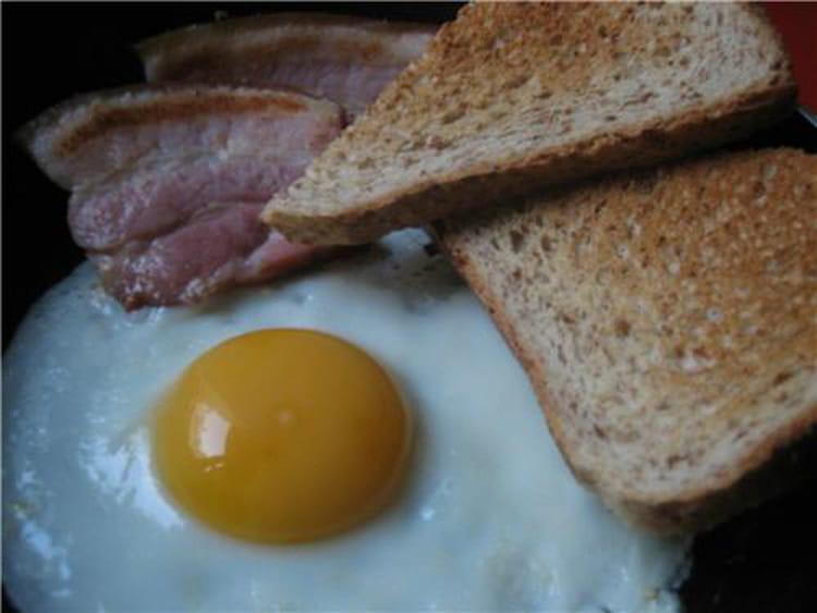 Recette oeuf au plat la recette facile for Plat a cuisiner facile