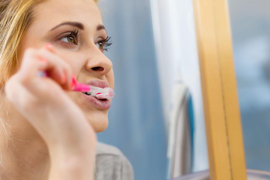 Plaque dentaire: jaune, noire, comment l'éliminer?