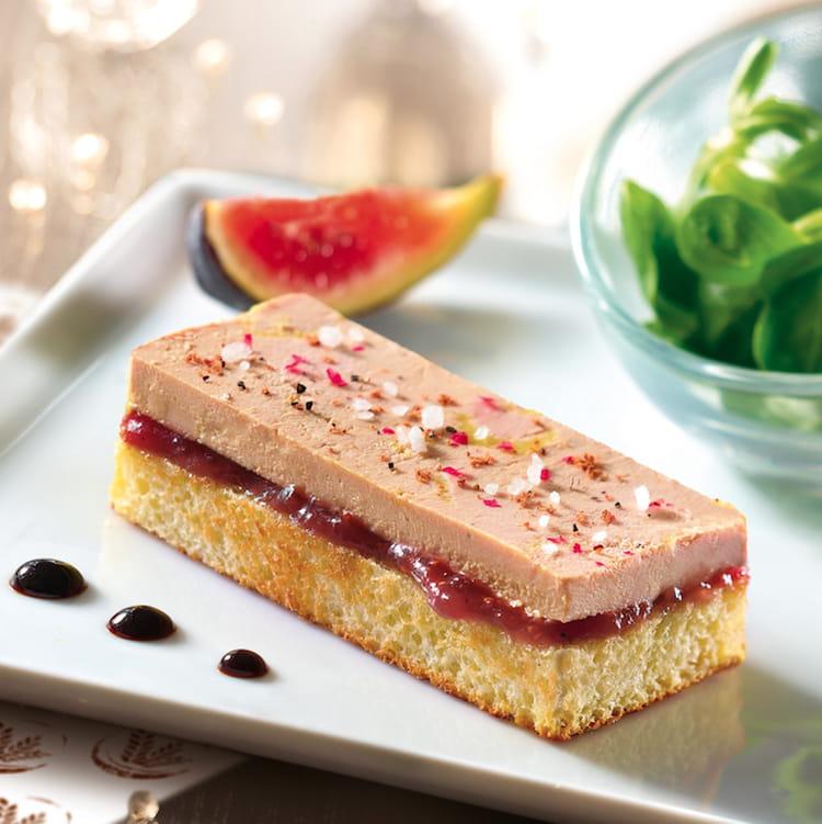 recette de toast au foie gras sur g che tranch e au beurre frais la recette facile. Black Bedroom Furniture Sets. Home Design Ideas