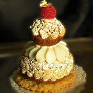 religieuse framboise au sucre et ganache foisonnée au chocolat blanc