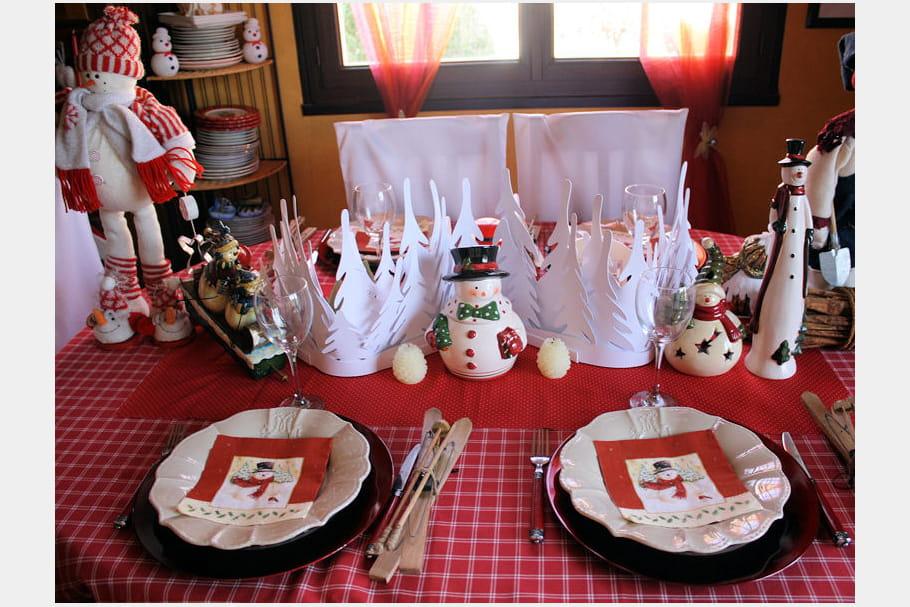 Table de no l en rouge et blanc - Table de noel rouge et blanc ...