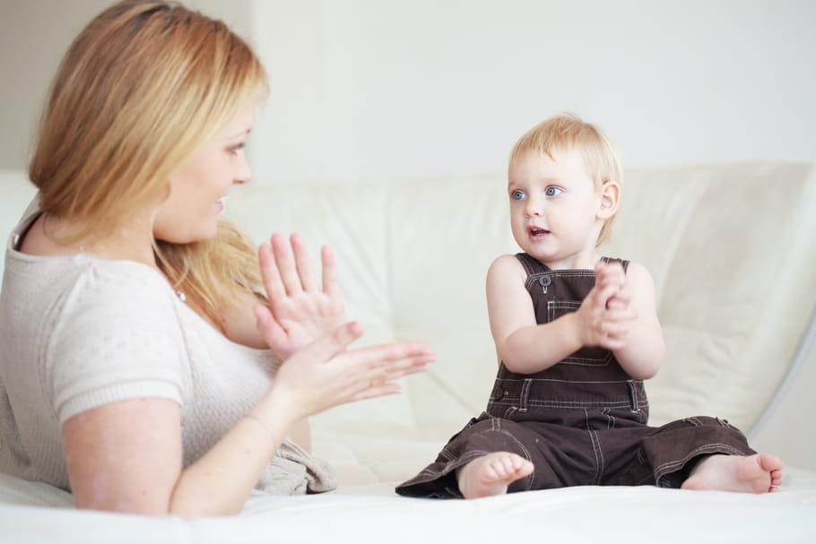 Langue des signes: comment communiquer avec bébé?