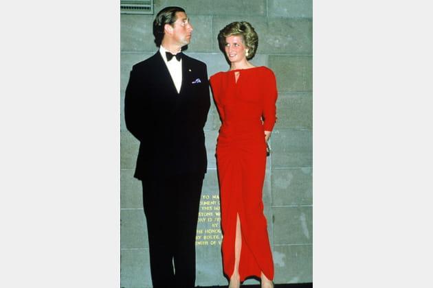 Lady Di en robe rouge fluide