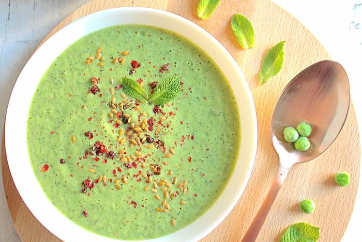 Soupe froide courgettes, garden peas et menthe