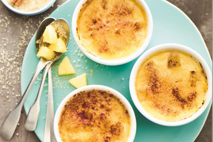 Crème brûlée à l'ananas parfumée à la vanille