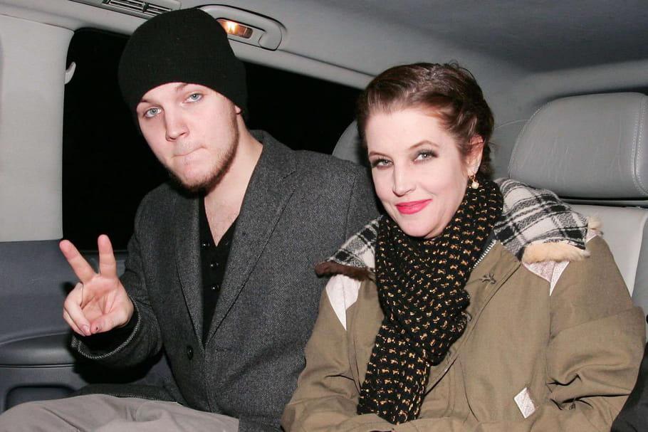 Suicide du petit-fils d'Elvis: son amour brisé, sa mère et sa sœur effondrées...