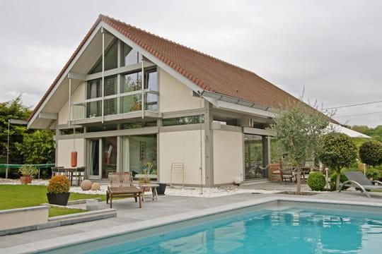 Une maison originale en bois et en verre for Architecture originale maison