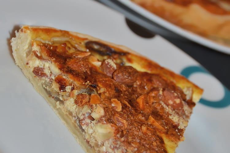 Tarte aux oignons, parmesan et amandes