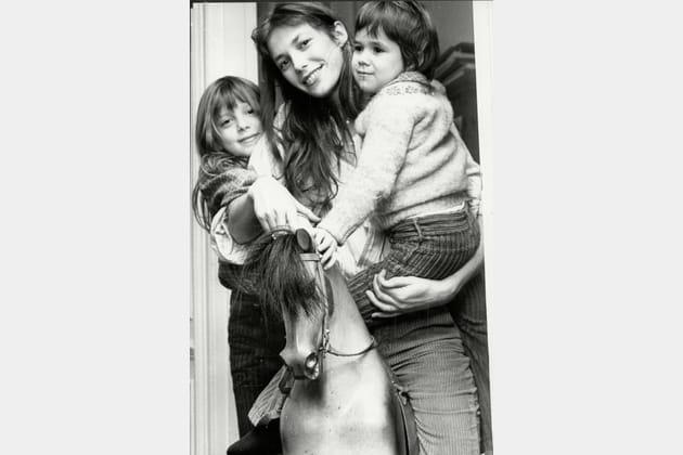 Jane Birkin et ses deux filles Kate et Charlotte, 1976