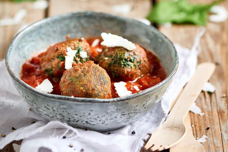 Boulettes d'épinards à la sauce de tomate cerise