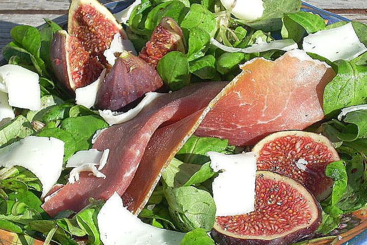 Figues fraîches au jambon sec de montagne et Ossau Iraty