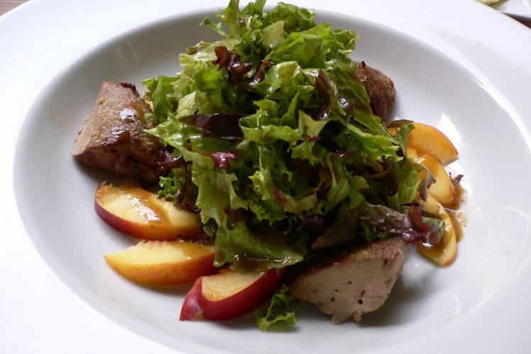Salade de foies de volaille aux pêches