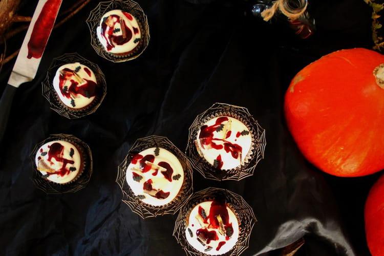 Cupcakes d'Halloween au chocolat blanc framboise cœur aux pommes