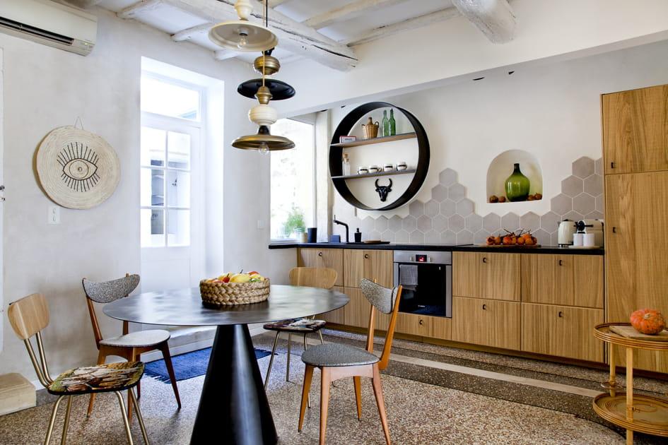 Une salle à manger côté cuisine
