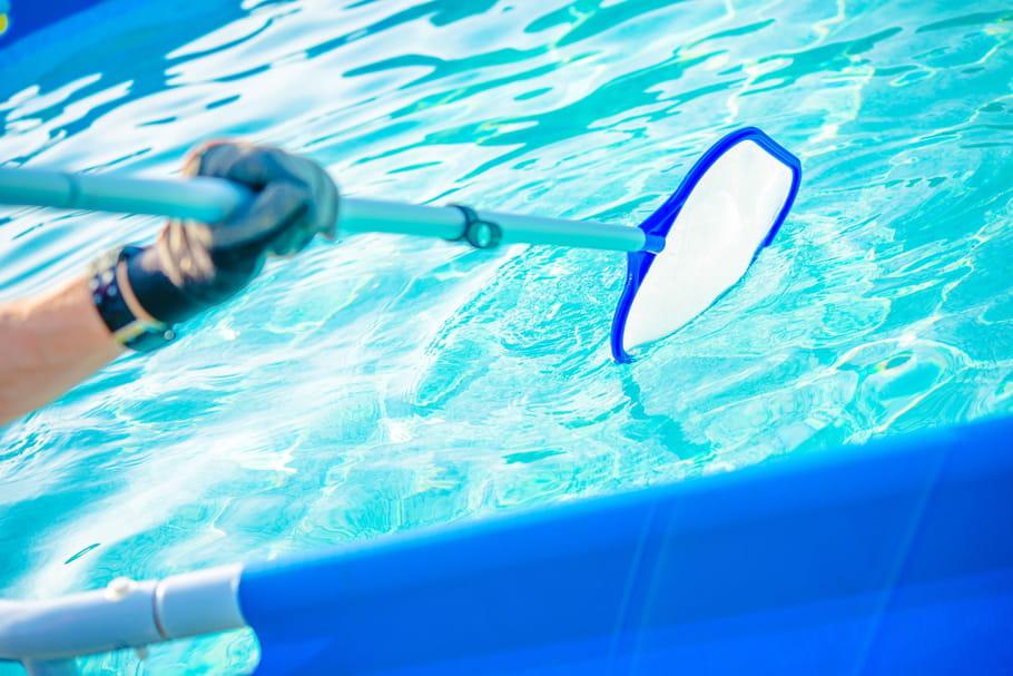Quels produits pour nettoyer une piscine?