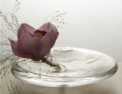 vase fleur 'farandole' de serax chez delamaison