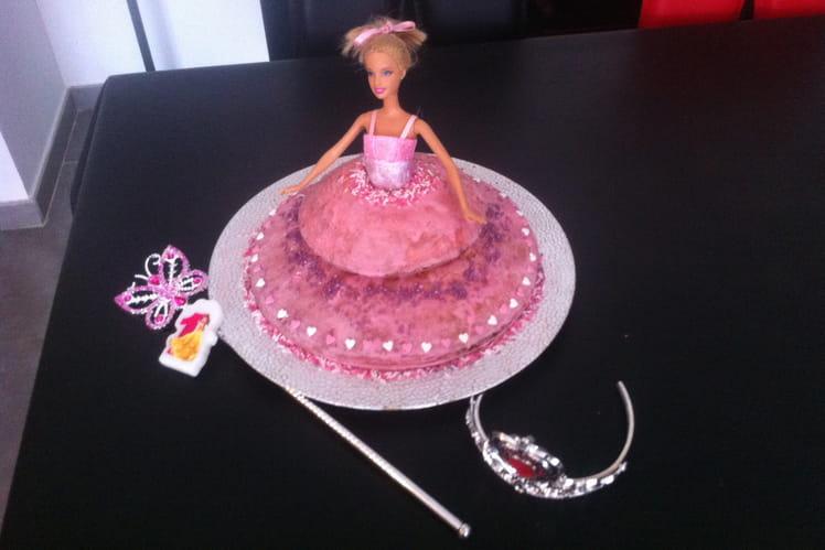 Gâteau d'anniversaire au yaourt, en forme de princesse