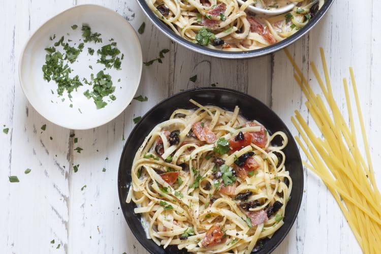 One pot pasta à la tomate et aux olives aux linguines de blé dur